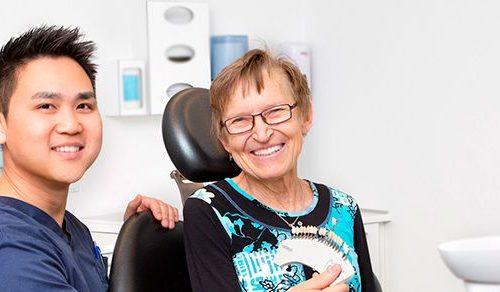 Gør smilet smukkere med den rette tandprotese